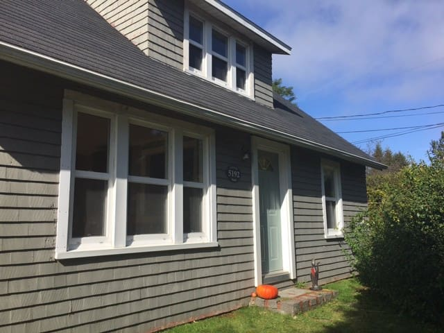 Cozy home steps from the beach - LaHave - Huis