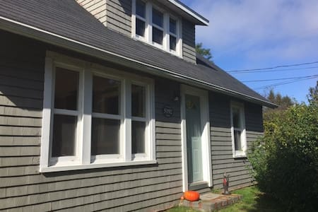 Cozy home steps from the beach - LaHave - Casa