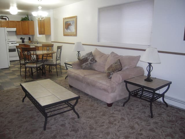 2 bedroom, 1 bath, quiet lodge with forest view! - Soldotna - Daire