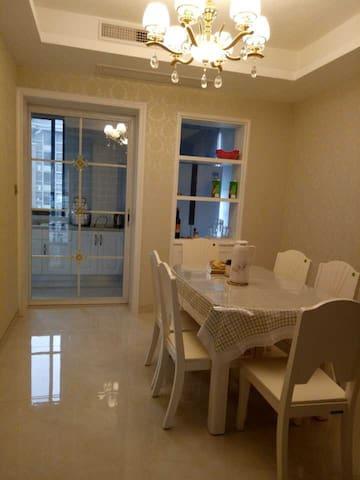 /维多利亚温馨小屋/美丽的小镇,温馨的住宅,为您的旅行增添一份美好。156平方,有独立车位 - Huzhou - Pis