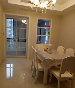 /维多利亚温馨小屋/美丽的小镇,温馨的住宅,为您的旅行增添一份美好。156平方,有独立车位 - Huzhou - Apartment
