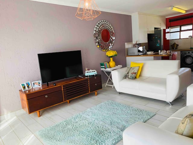 OR Tambo,Birchwood elegant home with WiFi