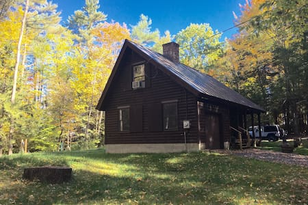 Vermont Log Guest Home-Close to Dartmouth