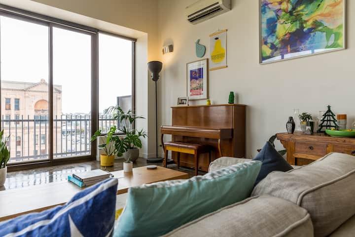 Spacious loft apartment in trendy location