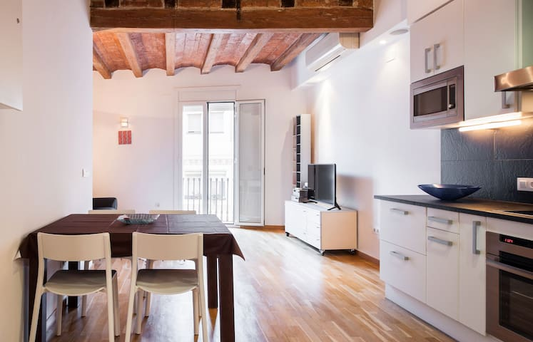 Modern and authentic in the heart of Poble Sec
