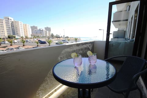 Sea Mist - beautiful 1 bed right on the sea front
