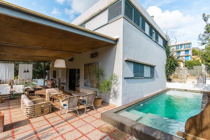 The White Aquarius Villa