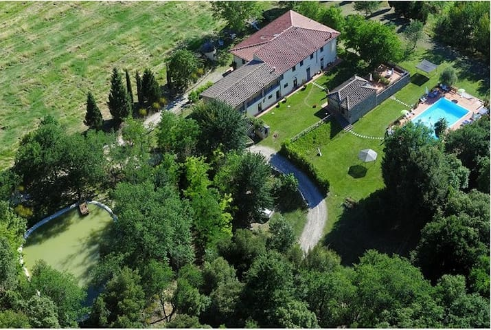Farmhouse with pool and restaurant - Barberino Val d'Elsa