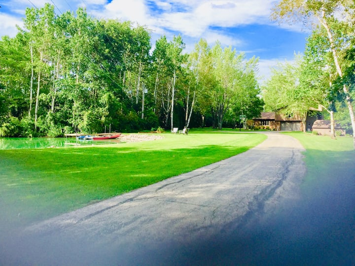 4 br 4.5 acre secluded country property