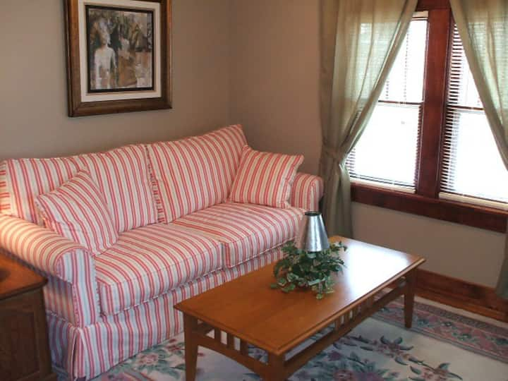Fully Furnished 1 BR Corporate Apt D