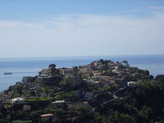 RAVELLO HILL  nice trekking path & walks to Amalfi