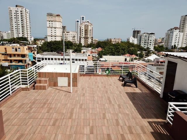 PRIVATE ROOF TOP TERRACE PENTHOUSE 360 PANORAMIC