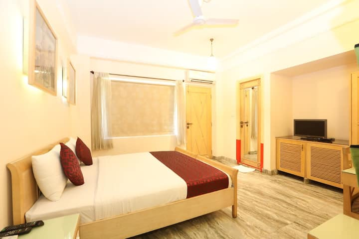 COMFORTABLE DELUXE A/C ROOMS IN MYSORE