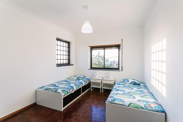 LO Surfcamp Ericeira Twin ROOM with ocean view