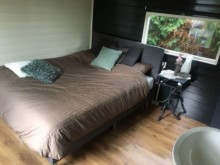 Slaapkamer 1. Met een 2 persoons bed