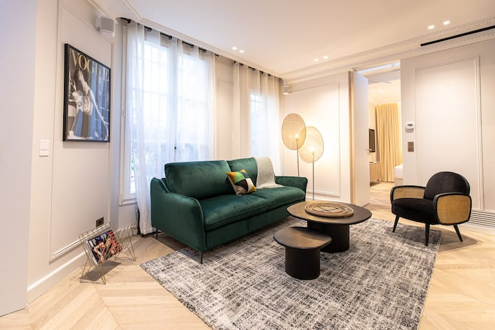 An Elegant 1BR w/ Services in Louvre Saint-Honoré