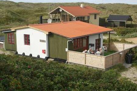 Sommerhus direkte ved Vesterhavet.