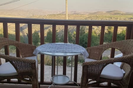 Charming house above wadi Tekoa - 一軒家