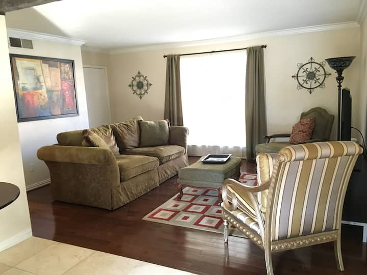 Clean and comfy, wood floors, patio, gated, pool