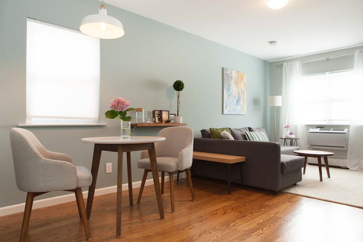Brand new mid-century 1 bedroom apartment - Queens - Apartamento