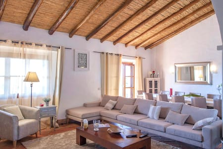 Spacious Villa with heating pool - Olhao - Villa