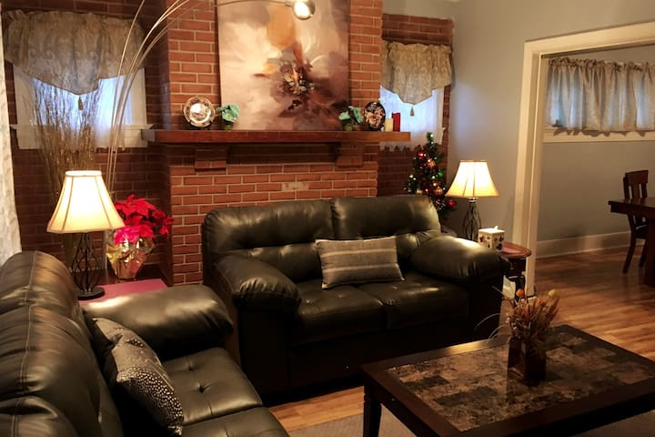 Lovely Home: 32% Off Long Stay by UD, Downtown