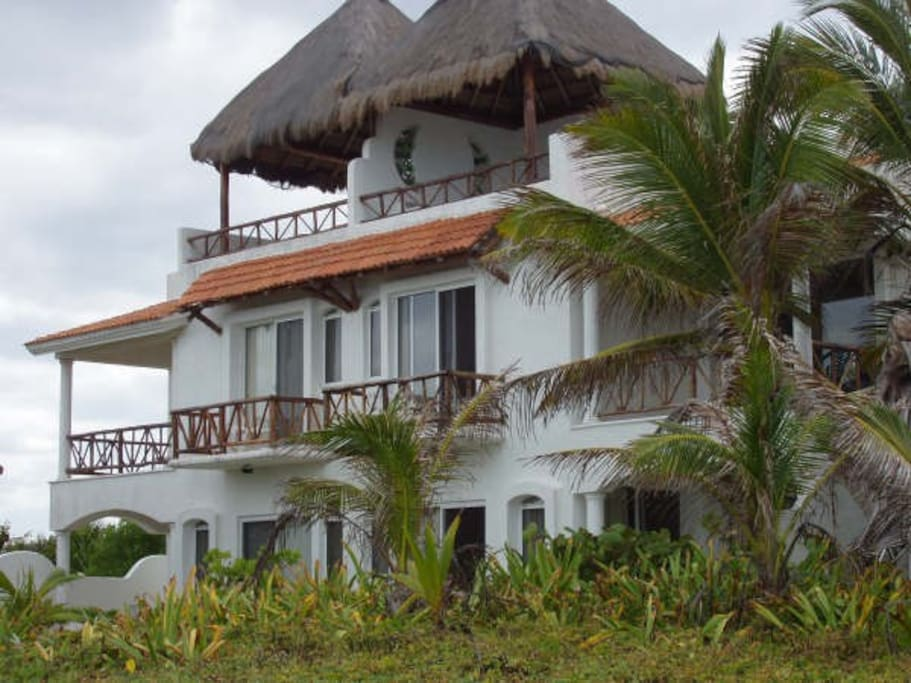 Stunning oceanfront ruby moon villa villas for rent in for Villas quintana roo