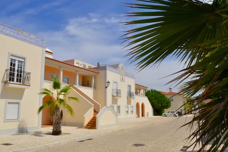 Large apartment with private sunny roof terrace - Amoreira