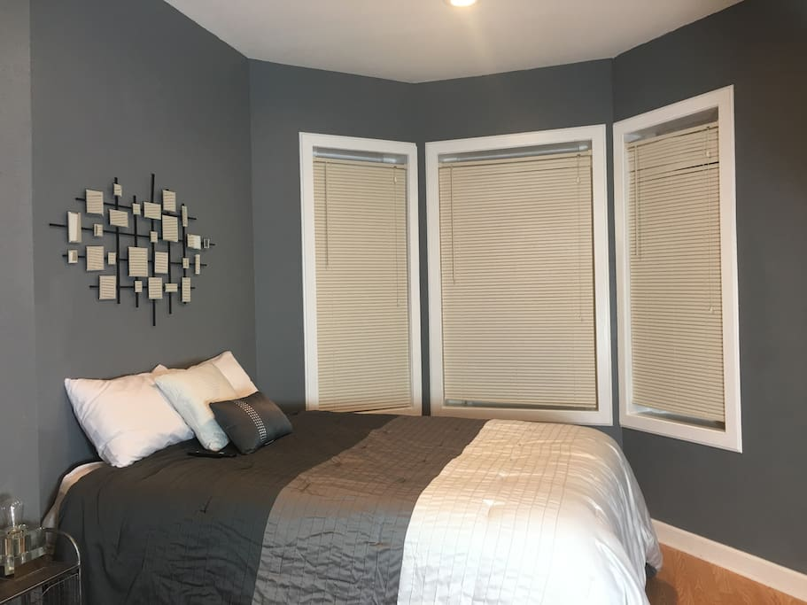 Master Room En Suite with Plush Full Size Bed (comfortably fits two adults)