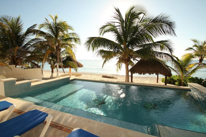 Luxury Beachfront Villa in Akumal - Akumal - Villa