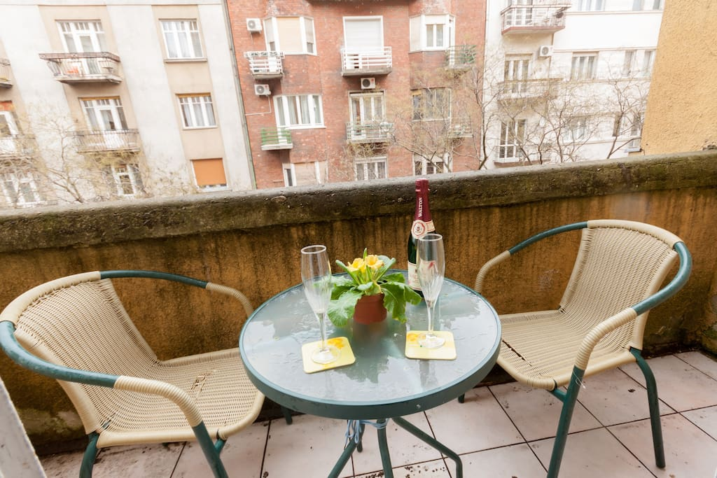 Enjoy a pleasant moment on the balcony that overlooks the Danube.