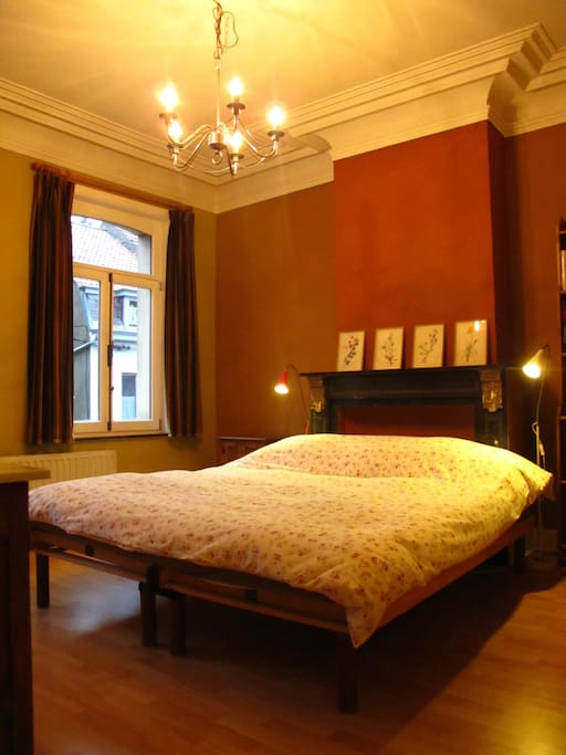 sonian wood bed breakfast bed and breakfasts for rent in watermael boitsfort brussels belgium. Black Bedroom Furniture Sets. Home Design Ideas
