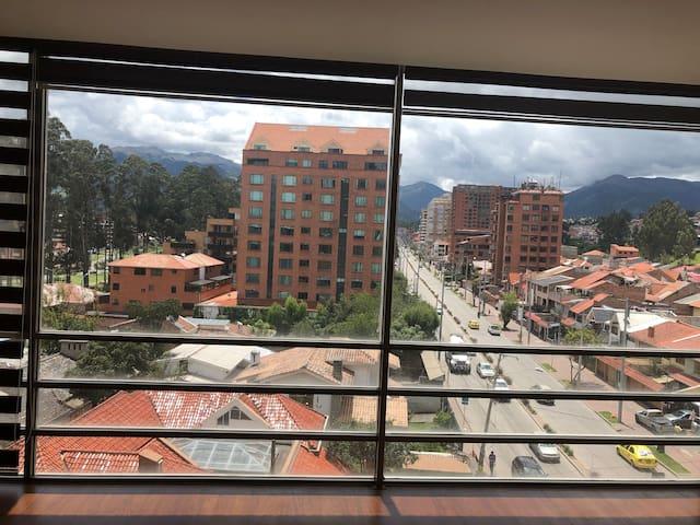 Condo in secure location!  Edificio river view!