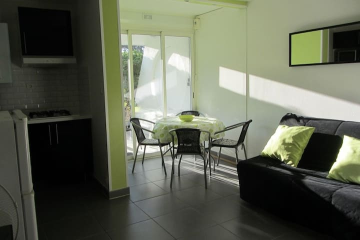 studio rez-de-jardin, clim, parking privé, wi-fi