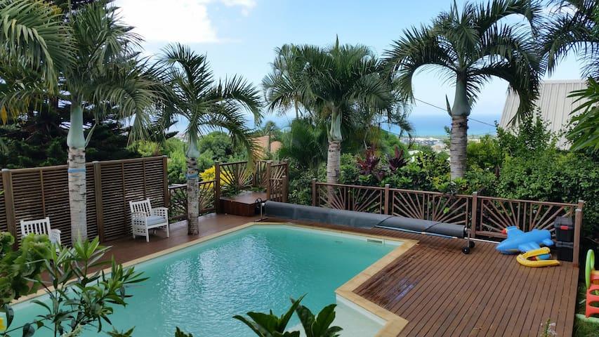 Grande maison avec piscine, vue mer - Sainte-Clotilde