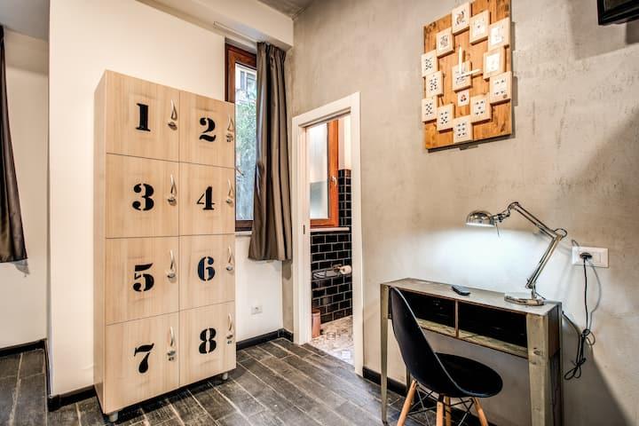 Bed in 6 male dormitory Hostel Trastevere 2