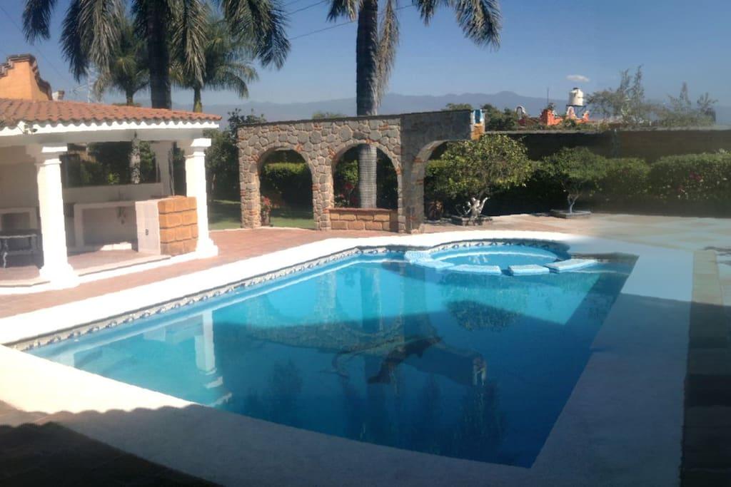 180 View of Cuernavaca w/pool