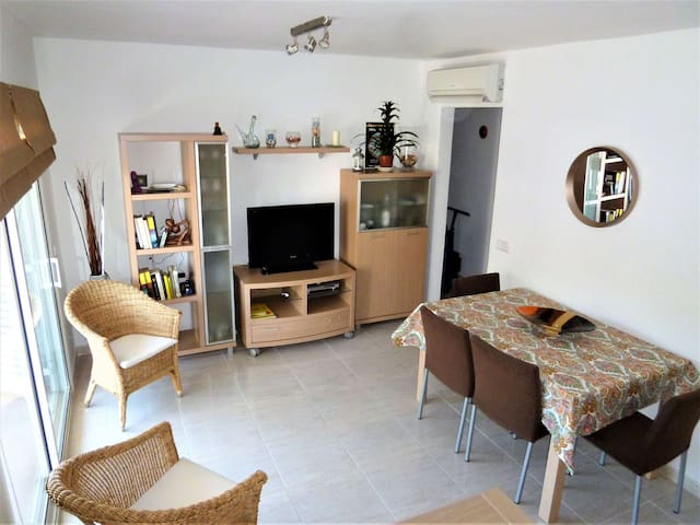 Centrally located  apartment with free A/C + WIFI