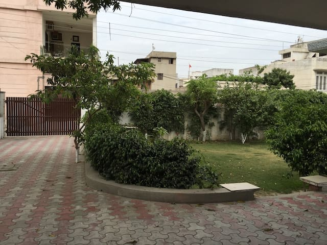City centre house, lovely garden - Amritsar - Haus