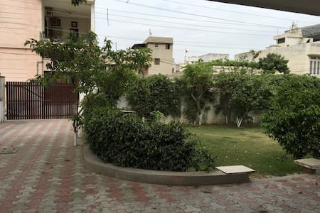 City centre house, lovely garden - Amritsar