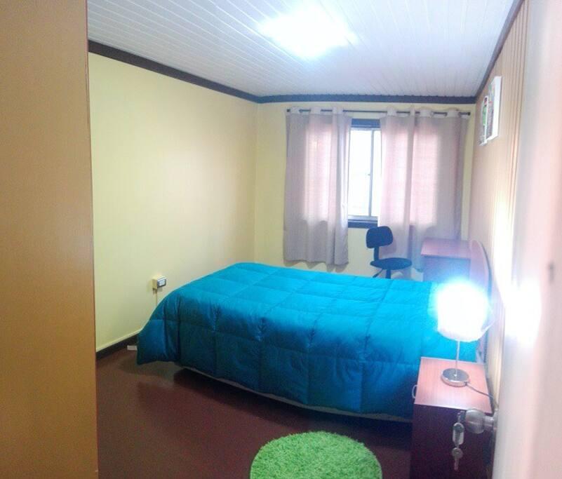 Habitación con baño privado.