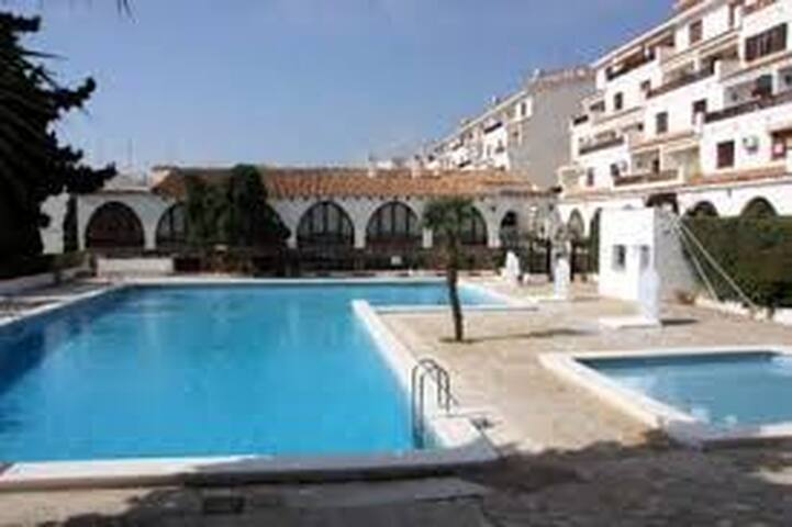 apto.terraza y jardin con acceso privado,piscina