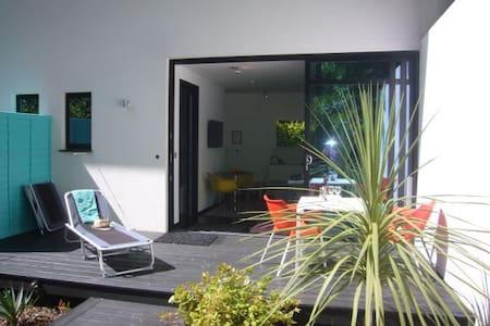 Villa Mondrian Guest Accommodation