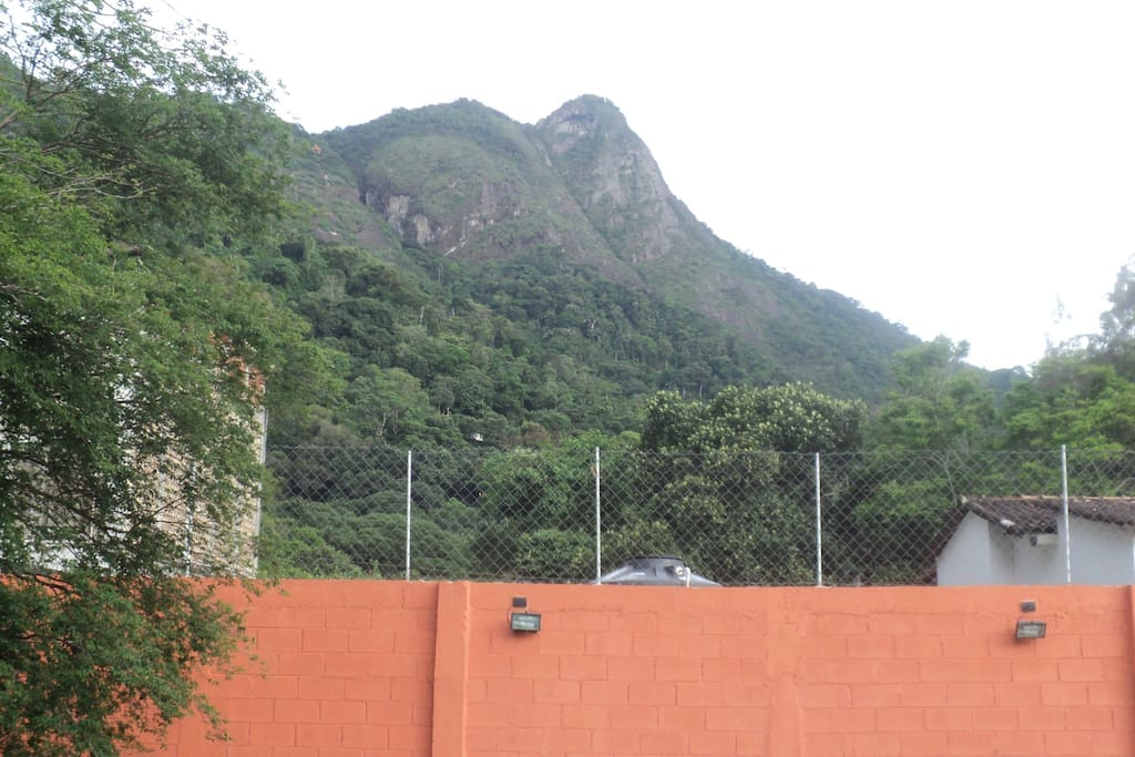 thats another angle of the view from balcony (Pedra Bonita). We can see paragliding practiorners!
