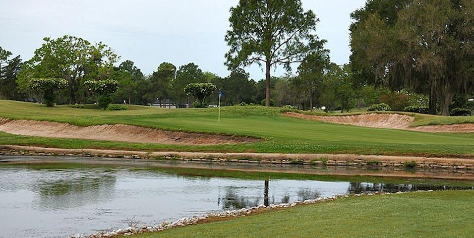 Getaway Golf Cottage
