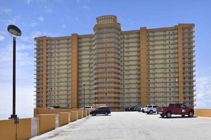 Amenity-Treasure Island Front Elevation-KLH9543.JPG