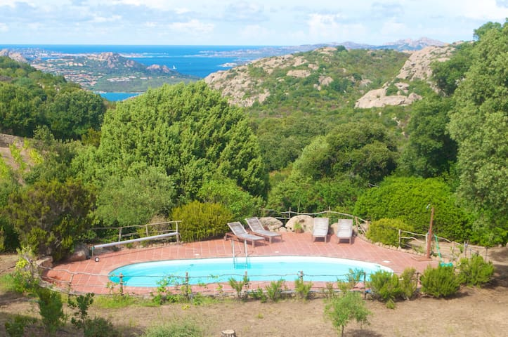 Villa with Pool & Amazing Sea View. - Arzachena - Villa