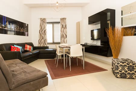 Spinola Bay Large 1 Bedroom Apartment for 4