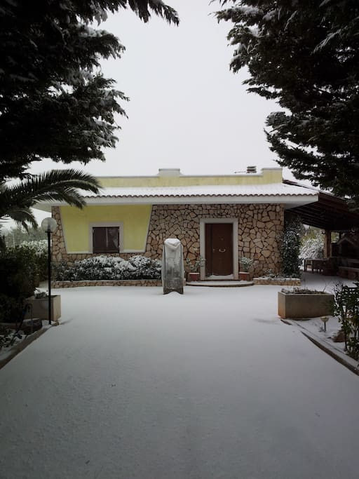 Villa con neve / Villa with snow