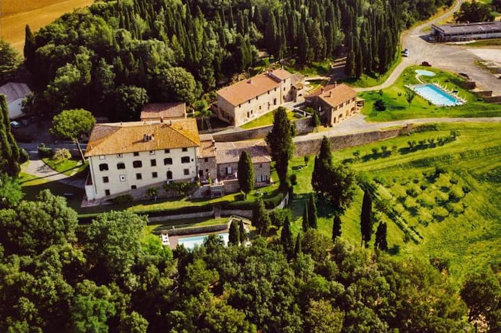 10th century country apartment with view & pool - Gambassi Terme - Lägenhet